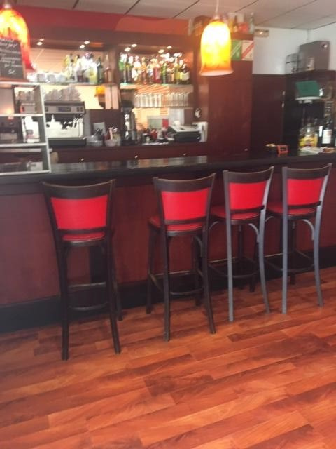 Belle affaire de jour à 15min de Cannes disposant d'un très bon emplacement. - Bar Brasserie