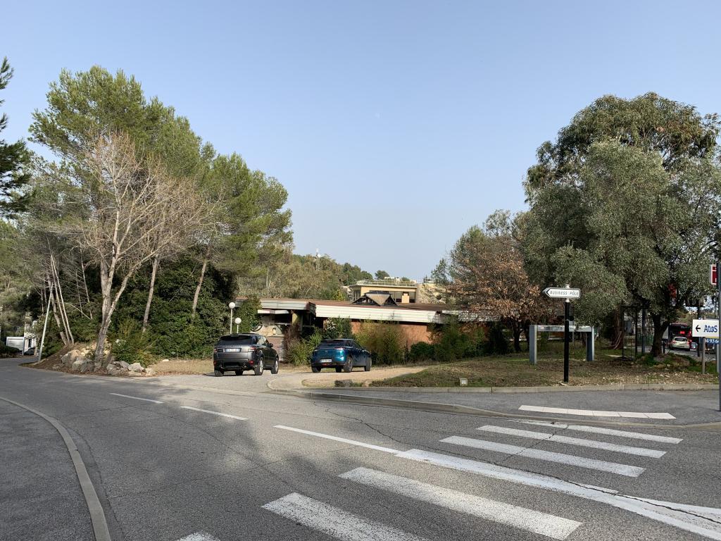 A VENDRE, ESPACE DE BUREAUX ENTIEREMENT NEUF D'UNE SUPERFICIE D'ENVIRON 1100 M2 (NIV 0) - Bureau Local Entrepôt