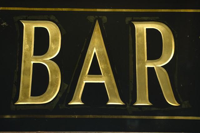 Bar avec terrasse très bien situé dans une avenue commerçante à fort passage dans le secteur de Cannes - Bar Brasserie