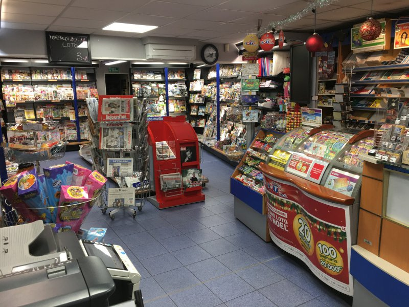 BAISSE DE PRIX ; Tabac, Presse, Loto, Librairie, Carterie, Cadeaux de 120m2 situé entre Menton et Monaco - Tabac Loto Presse