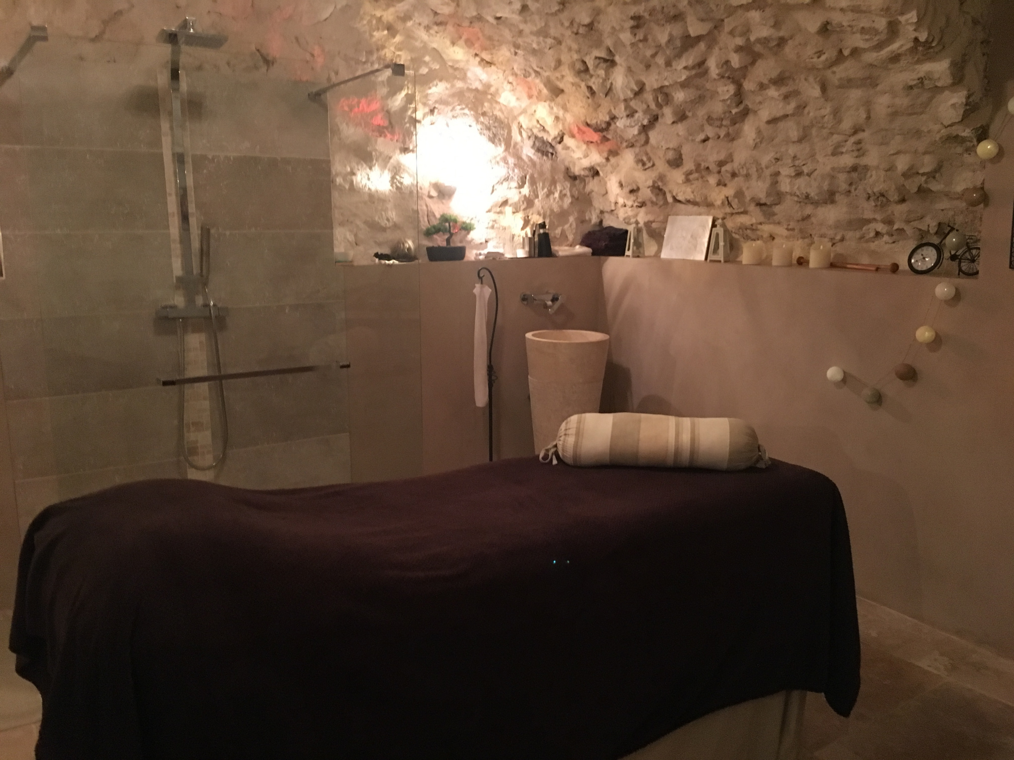 INSTITUT DE BEAUTE DE 95M2 AU CENTRE-VILLE DE VENCE - Salon de Coiffure Esthétique Parfumerie