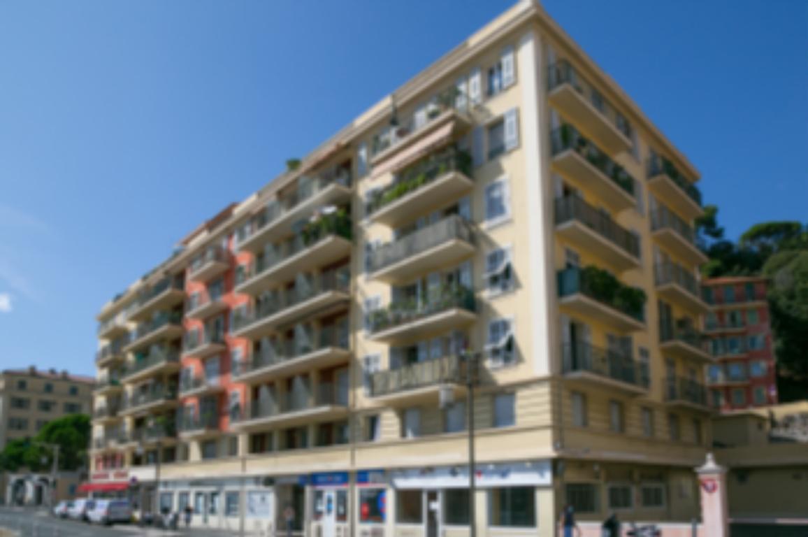 BEL IMMEUBLE D'HABITATIONS ET DE COMMERCES A LA VENTE NICE CENTRE - Bureau Local Entrepôt