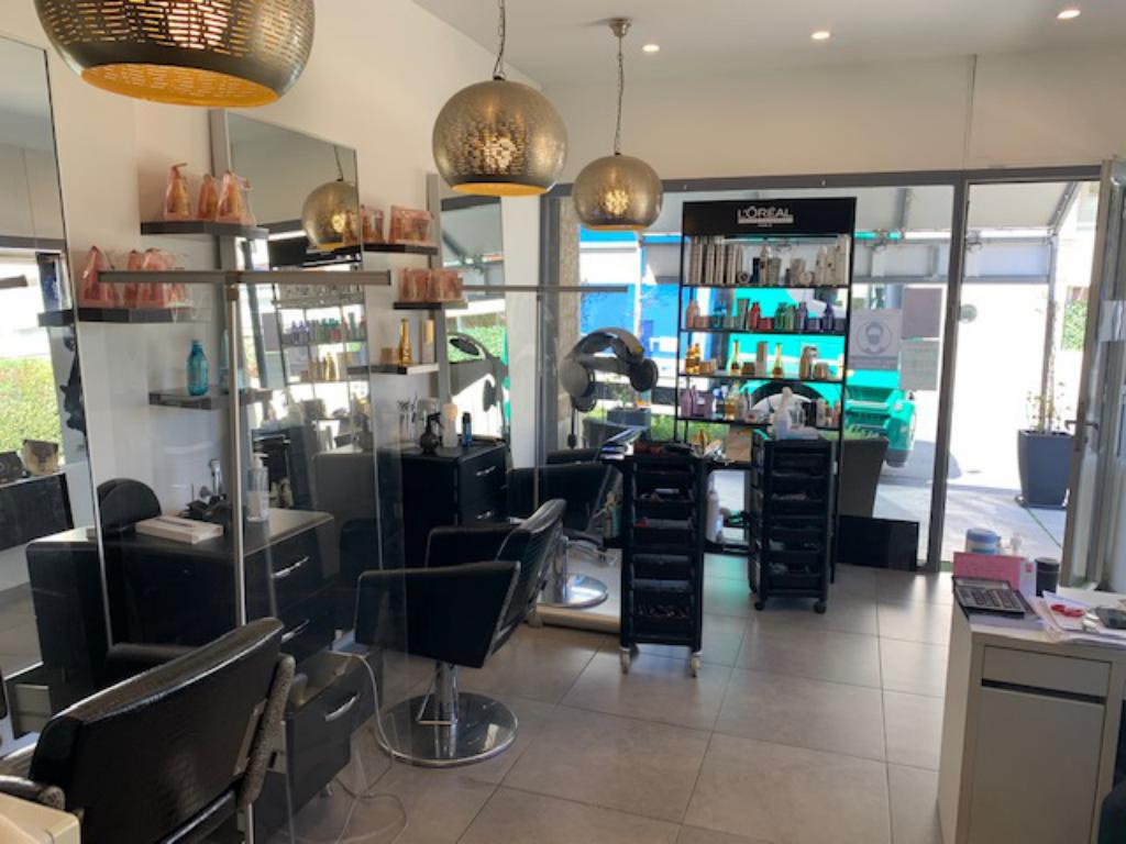 Salon de coiffure dans une station balnéaire entre Cavalaire-sur-Mer et Saint-Tropez. - Salon de Coiffure Esthétique Parfumerie
