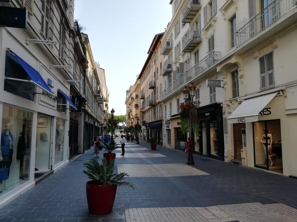 DROIT AU BAIL D'UNE BOUTIQUE CARRE D'OR RUE PARADIS A NICE  - Boutique et Magasin