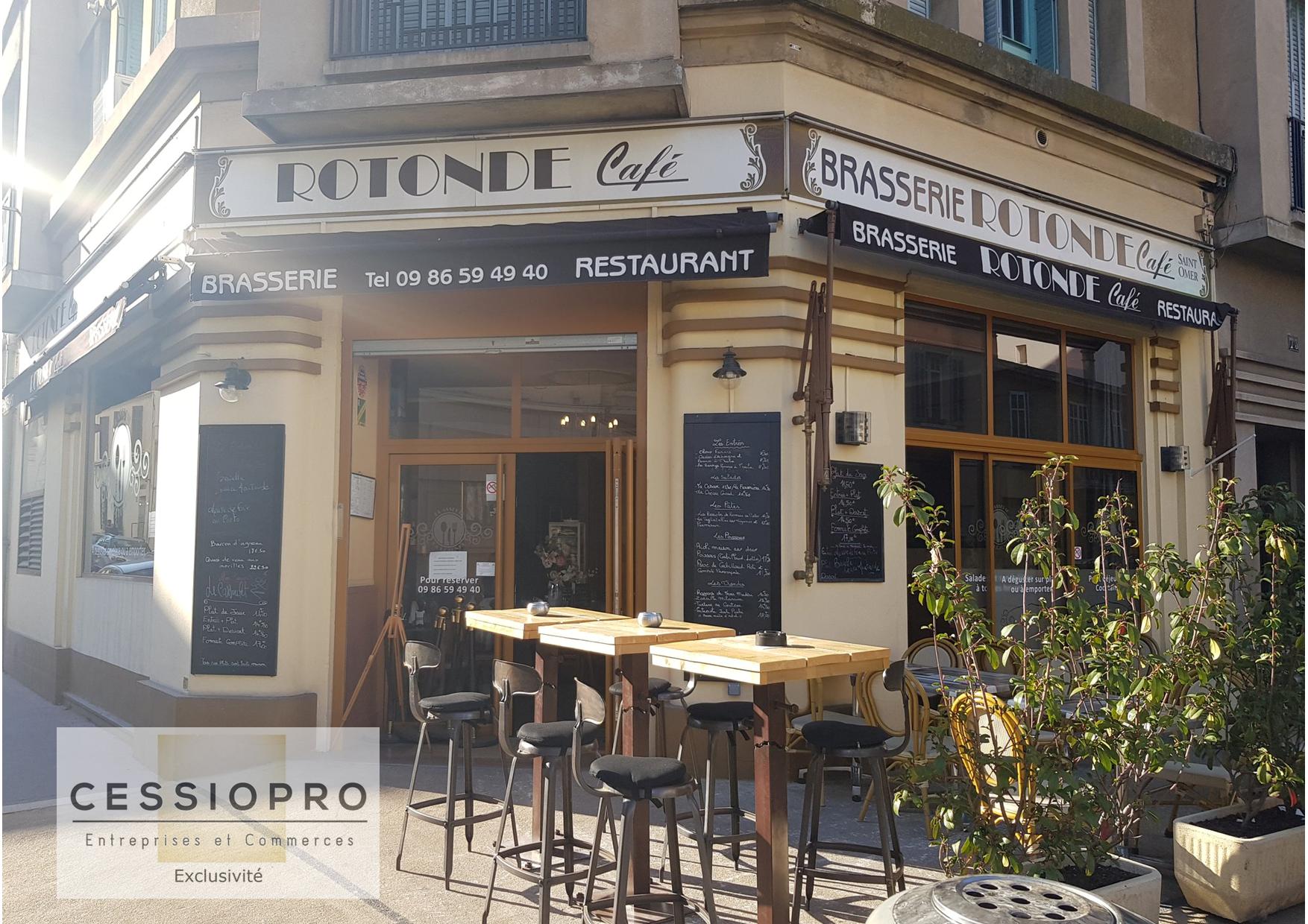 Fonds d'une brasserie au style rétro à Cannes - Bar Brasserie