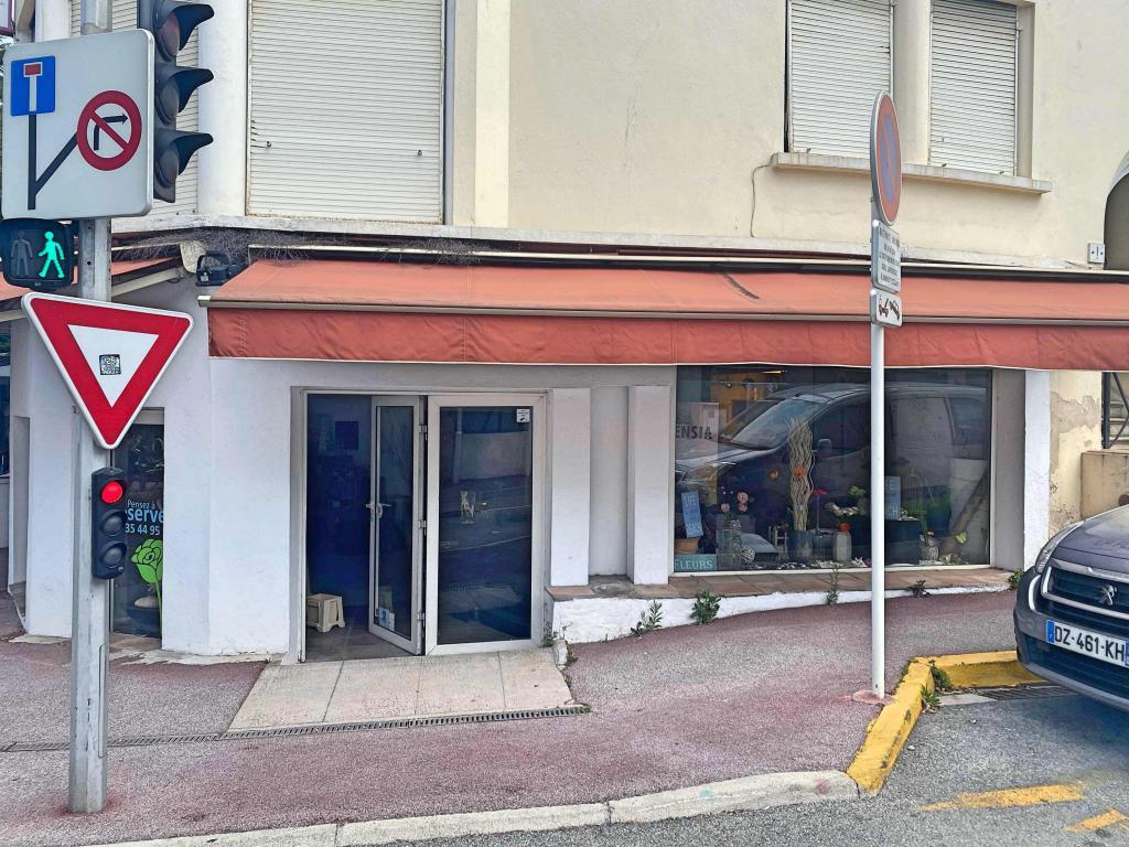 Baisse de prix ! Droit au bail d'un local de 100m2 dans un quartier très prisé de Cannes : possibilité tous co - Boutique et Magasin