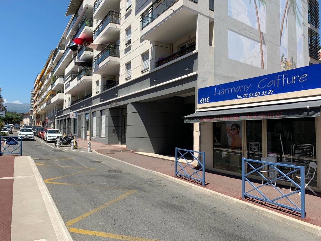 MURS COMMERCIAUX OCCUPES EN CENTRE VILLE DE CAGNES SUR MER - Bureau Local Entrepôt