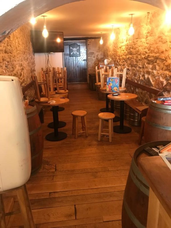 IDEAL PREMIERE AFFAIRE Bar à bière / Pub situé à 15min de Cannes rue pittoresque d'un joli centre historique - Bar Brasserie