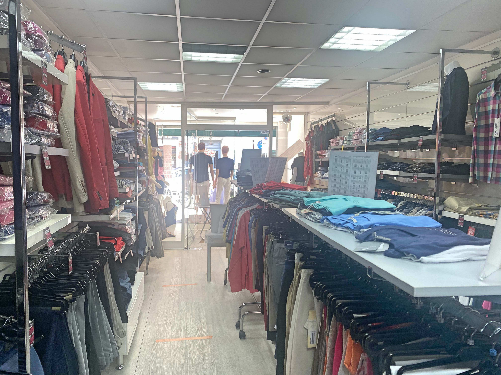Boutique de prêt à porter a prix soldé à CANNES - Boutique et Magasin